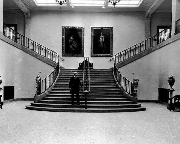 walkerongrandstairway1925